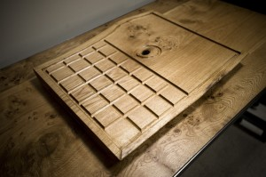Carving board with drainage grooves